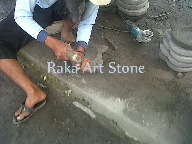 Proses Pemahatan Cobek Batu