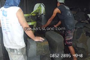 Proses Pemotongan Batu Alam