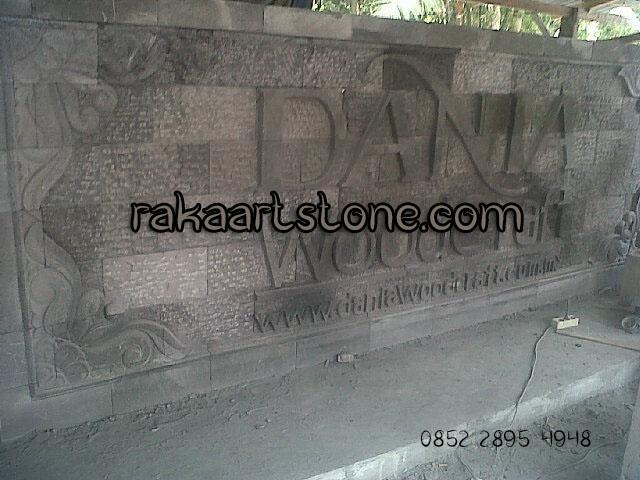 Papan nama batu alam