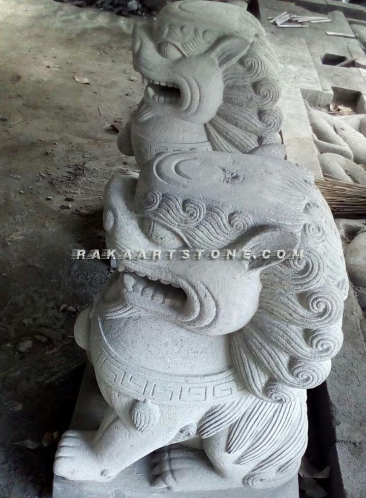 Patung Singa Batu Alam